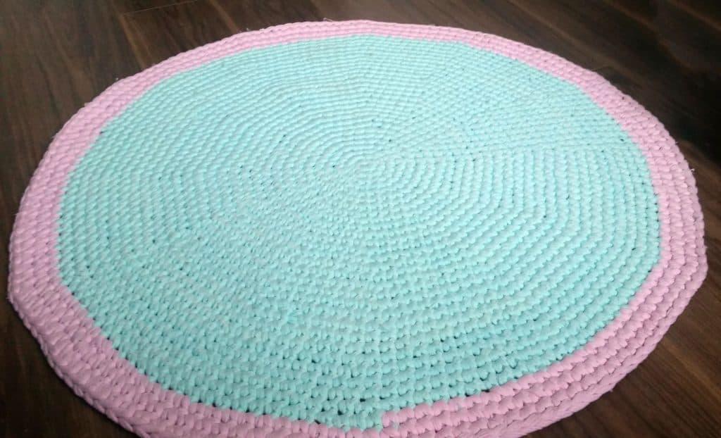 T-Shirt yarn round rug - finished image