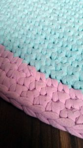 T Shirt Yarn rug - edge