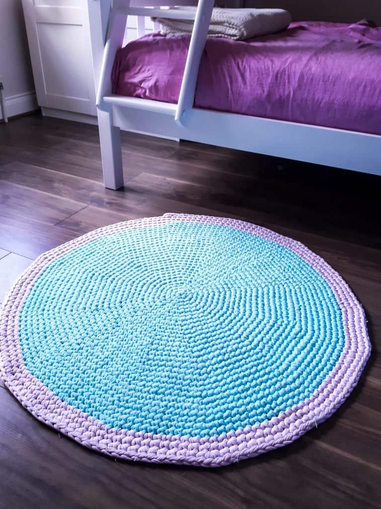 Round Crochet Rug with T-Shirt Yarn