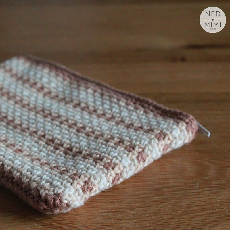 crochet zip pouch side