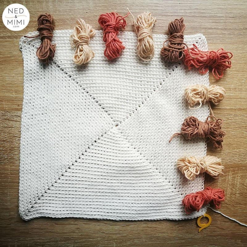 Tapestry crochet with bobbins