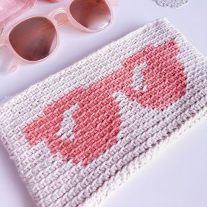 Crochet Sunglasses Case with glasses