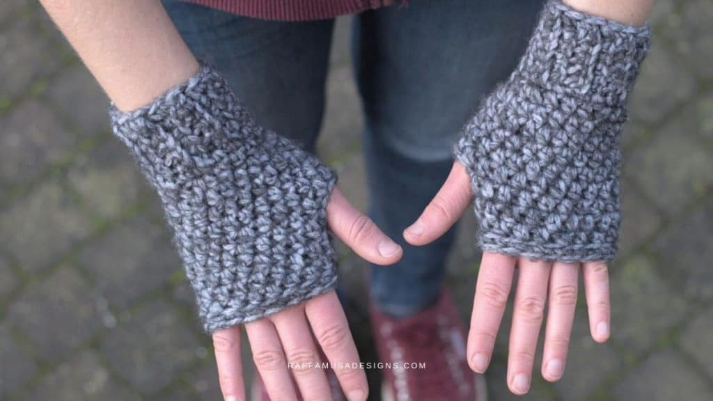 Basic Fingerless Gloves by Raffaella @ Raffamusa Designs
