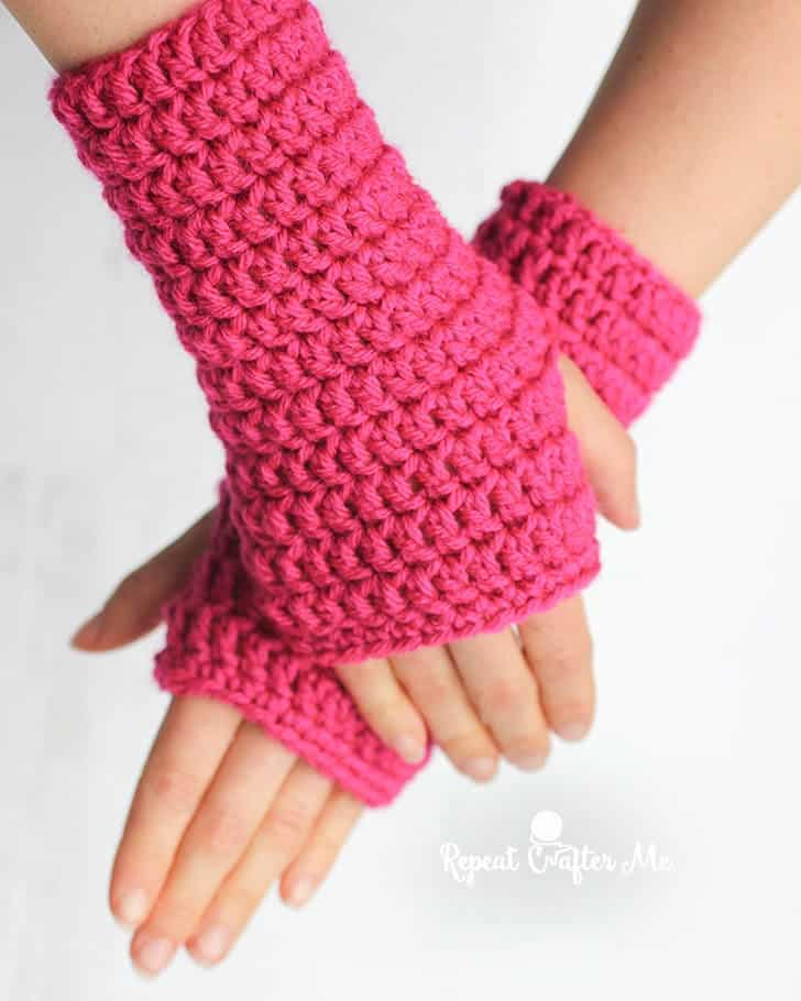 50 Minute Fingerless Gloves by Sarah @ Repeat Crafter Me